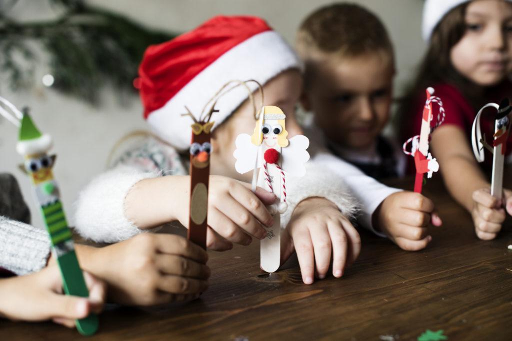 Stik es krim bekas untuk dekorasi Natal kado anak - Rumah123.com