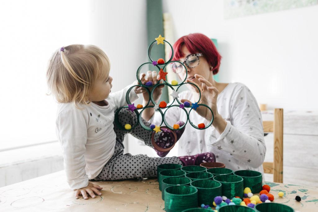 DIY pohon Natal mudah dan murah dari roll tisu toilet - Rumah123.com