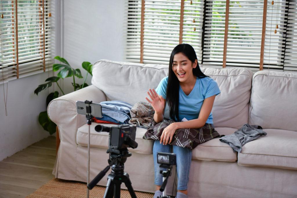 Gaji Youtuber yang menggiurkan serta waktu kerja yang fleksibel membuat banyak orang mau beralih profesi - Rumah123.com