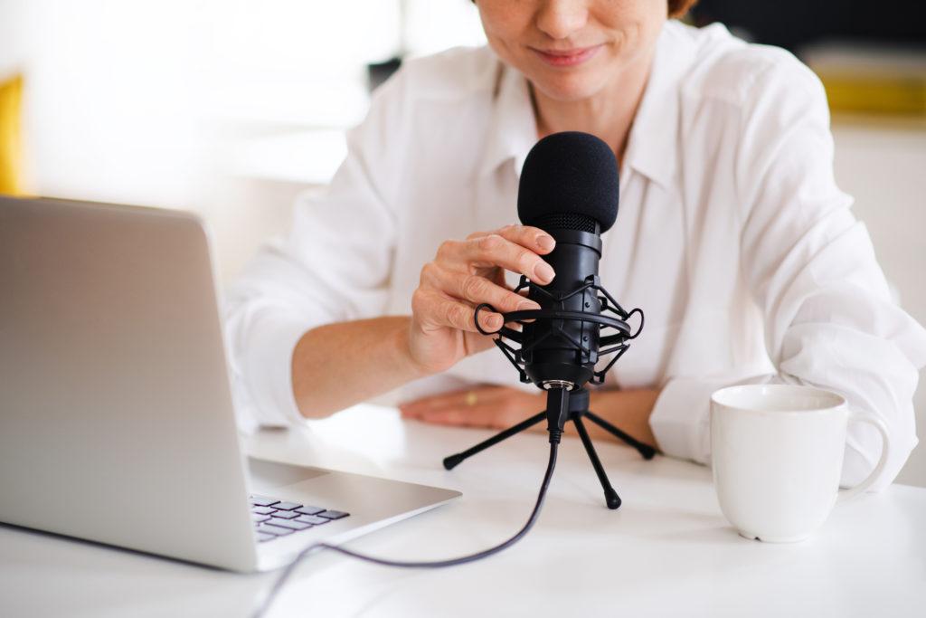Membuat podcast sendiri di rumah ternyata sangat mudah - Rumah123.com