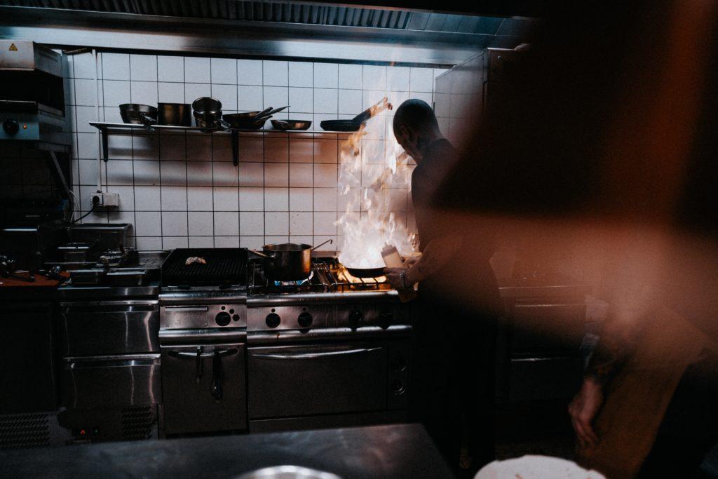 Cara memasak dengan api kecil dan besar mempengaruhi rasa makanan - Rumah123.com