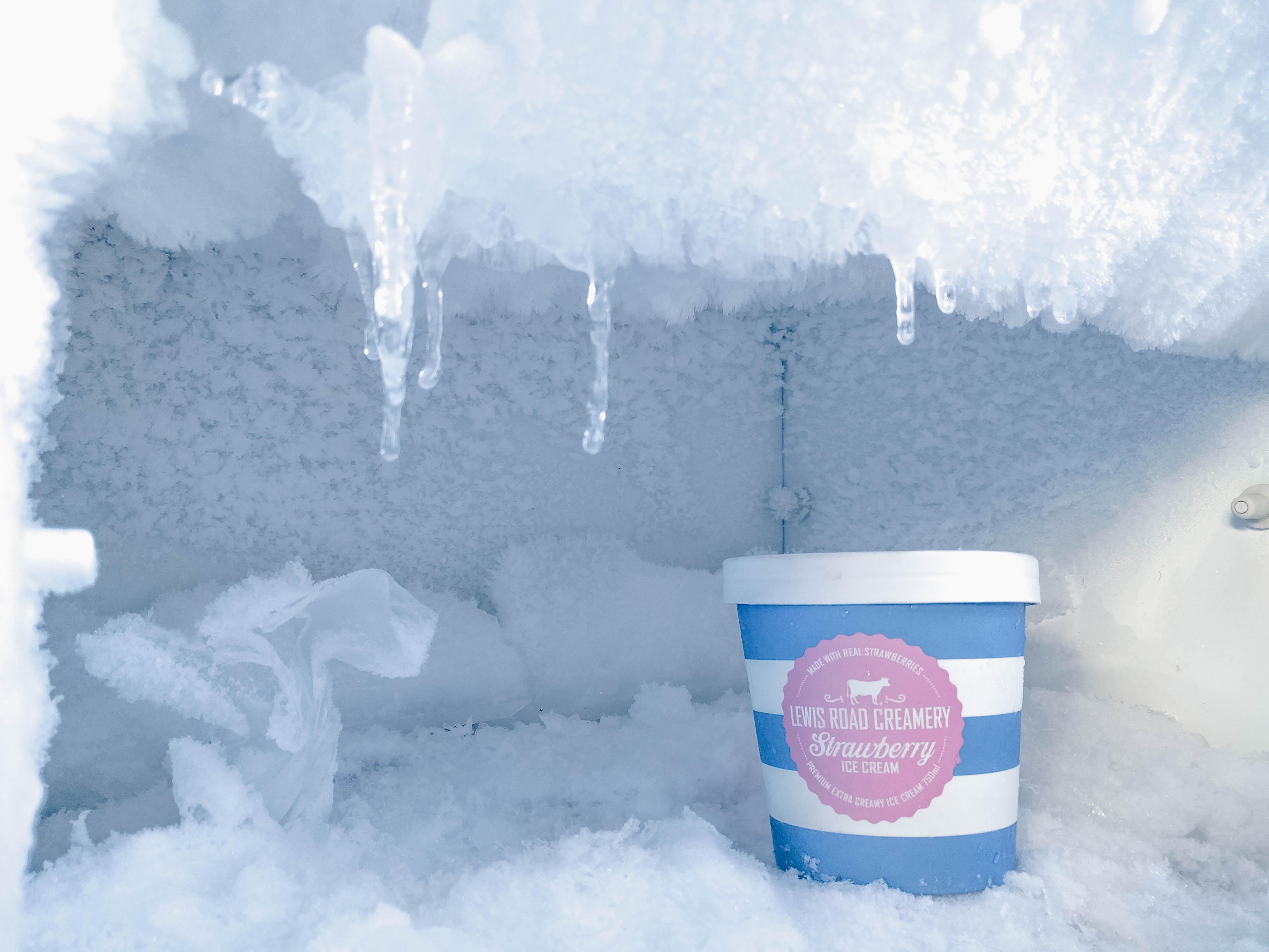 4 Cara Menghilangkan Bunga Es Pada Kulkas