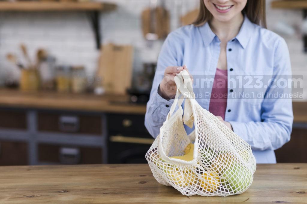 cara mengurangi sampah plastik - rumah123.com