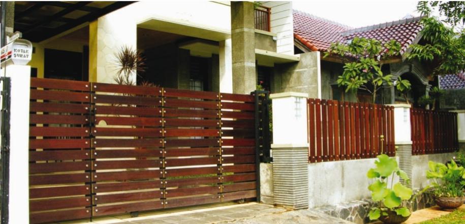 7 Inspirasi Pagar Kayu Minimalis Yang Klasik Dan Mewah Rumah123 Com