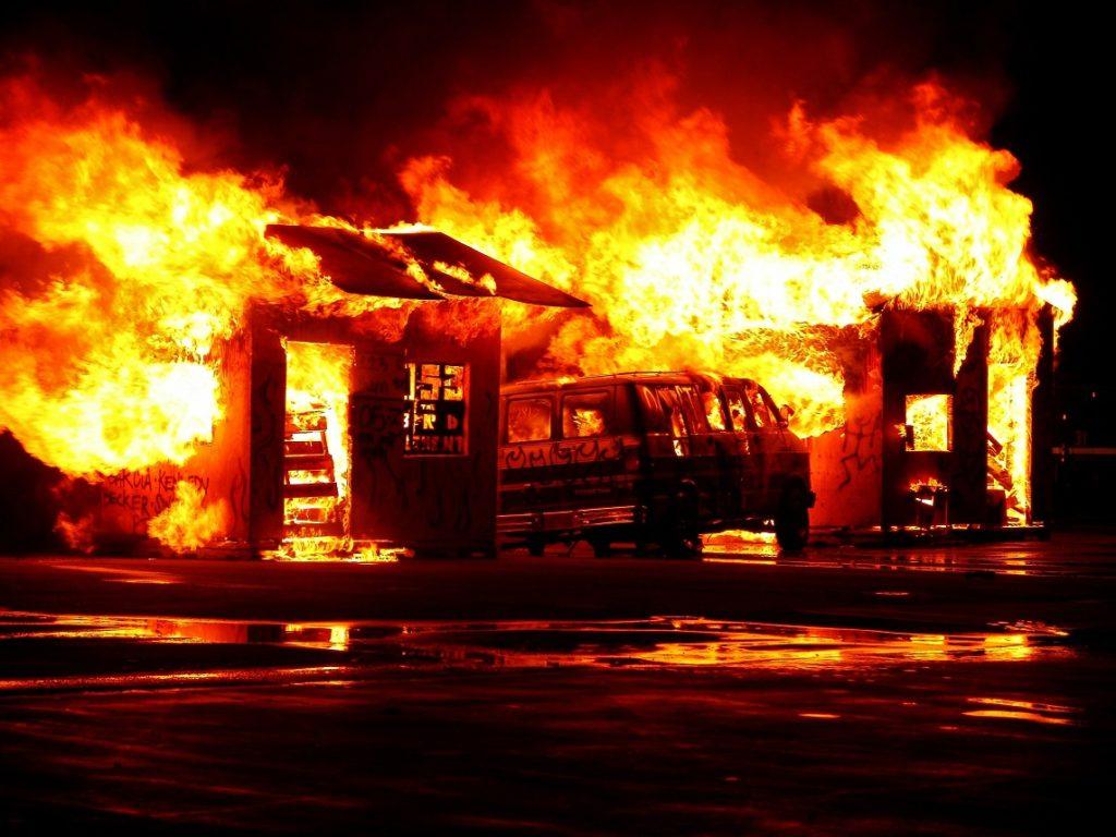 mimpi rumah tetangga kebakaran