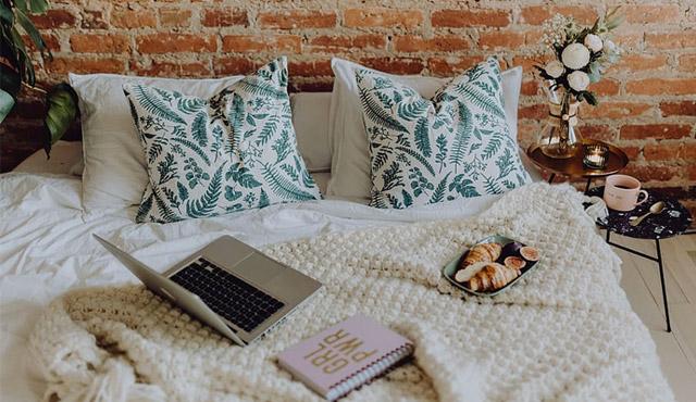 9 Ide Wallpaper Kamar Tidur Untuk Orang Dewasa Yang Jadi Trend 2020 Rumah123 Com