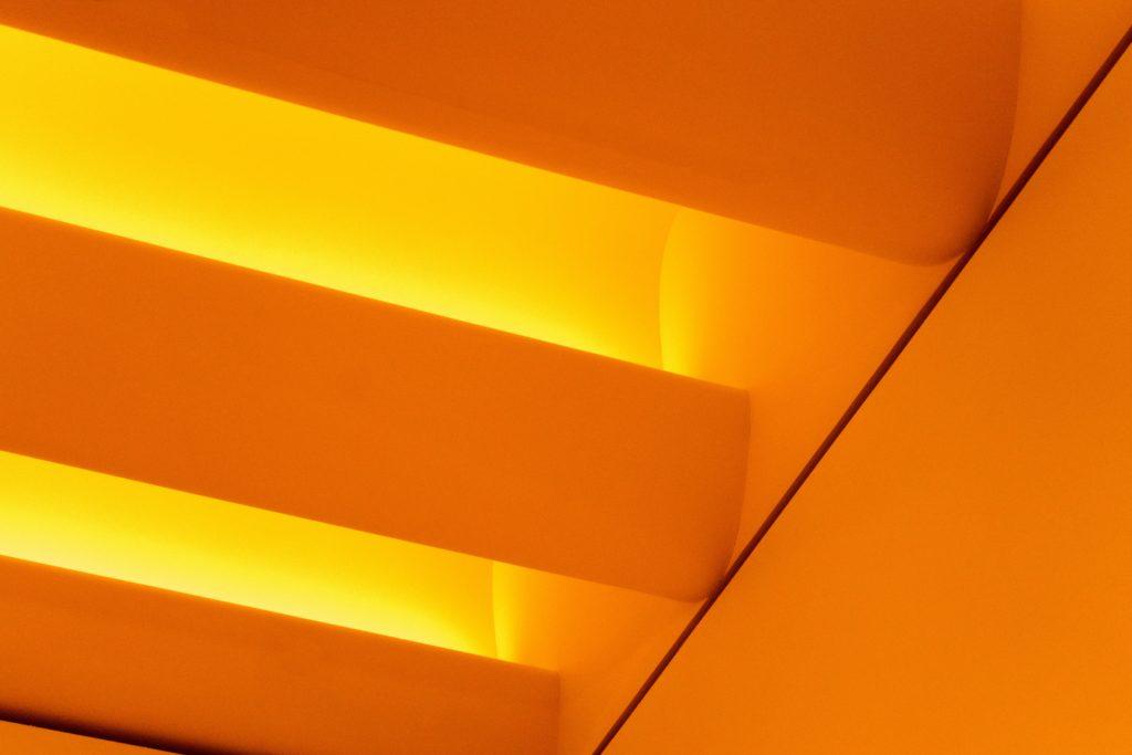 warna cat dinding oranye