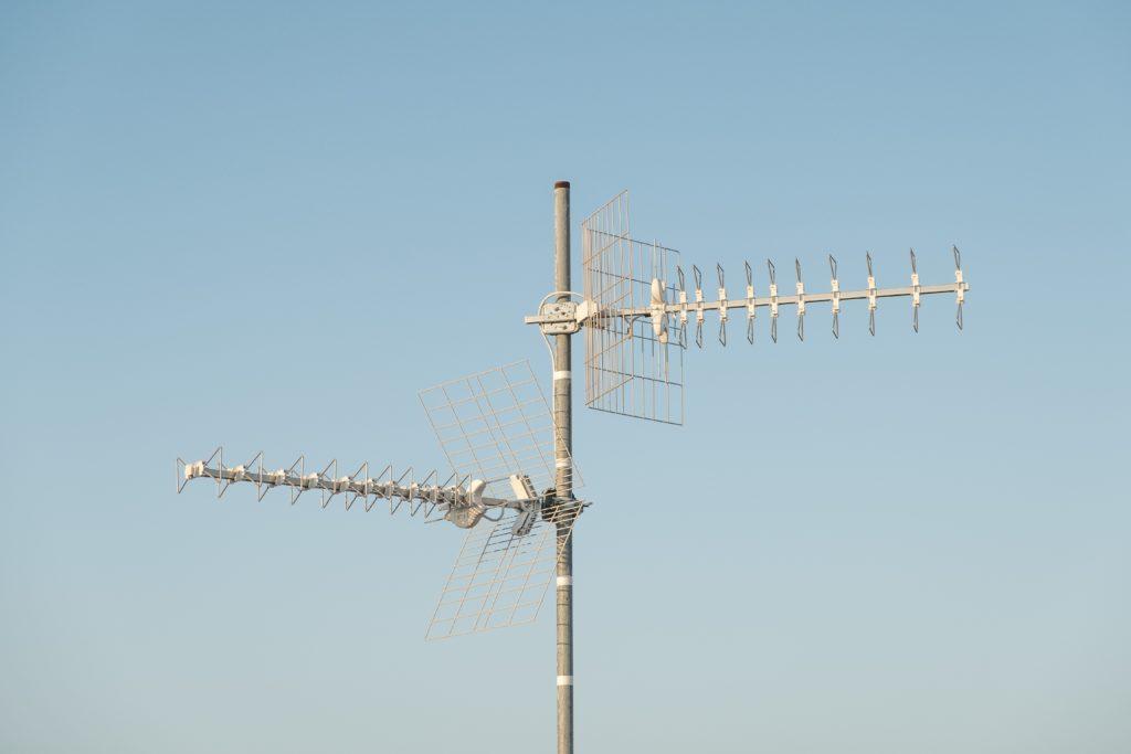 Cara Membuat Antena Tv Sendiri Mudah Dan Murah Rumah123 Com