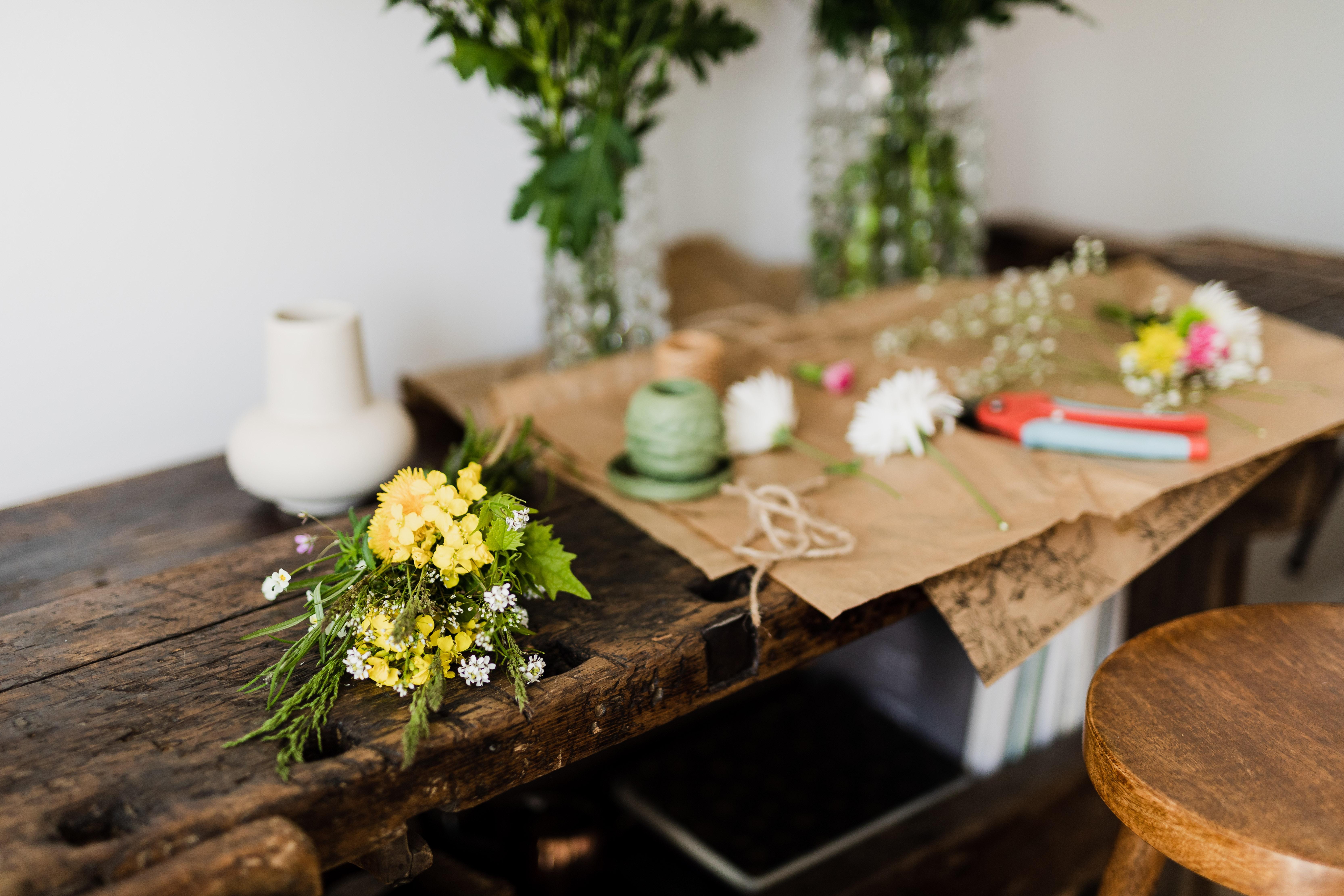 6 Cara Merangkai Bunga Sendiri Di Rumah Ternyata Gampang Rumah123 Com