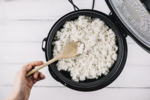 8 Rice Cooker Mini Terbaik Rp200 Ribuan, Cocok Buat Anak Kos!