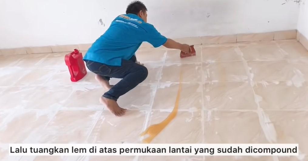 memasang lantai vinyl