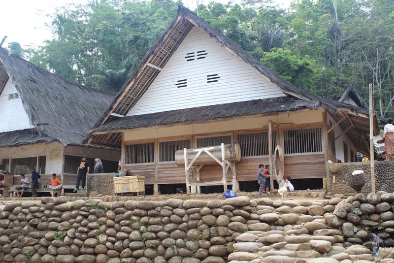 Rumah adat jawa baratI Parahu Kumureb