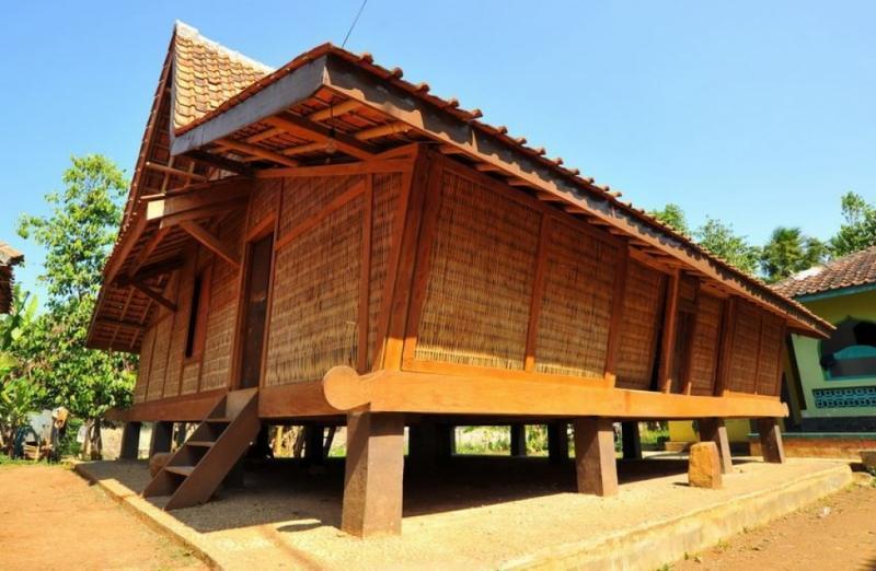 Rumah adat jawa barat Togog Anjing