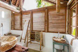 20 Desain Kamar Mandi Bernuansa Tropis, Cocok untuk Hunian Mungil!