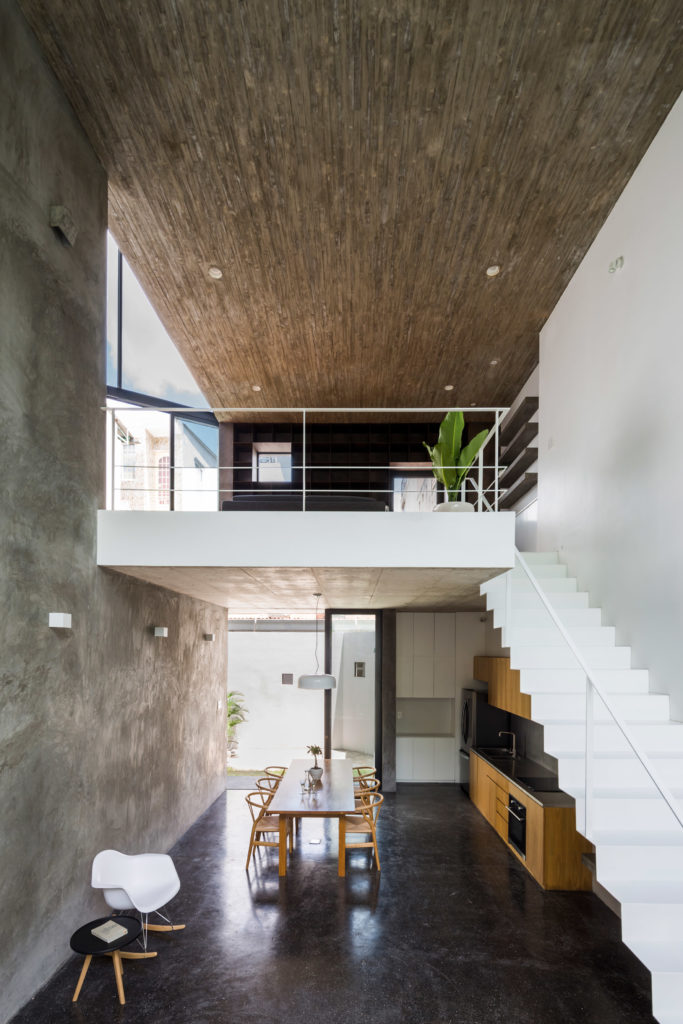 rumah 3 lantai