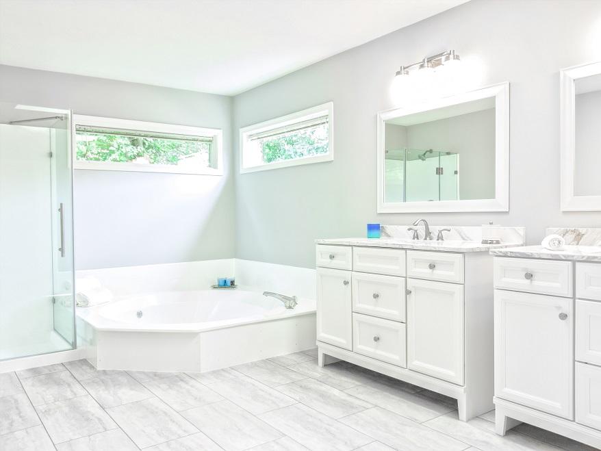 cara membersihkan kerak kamar mandi