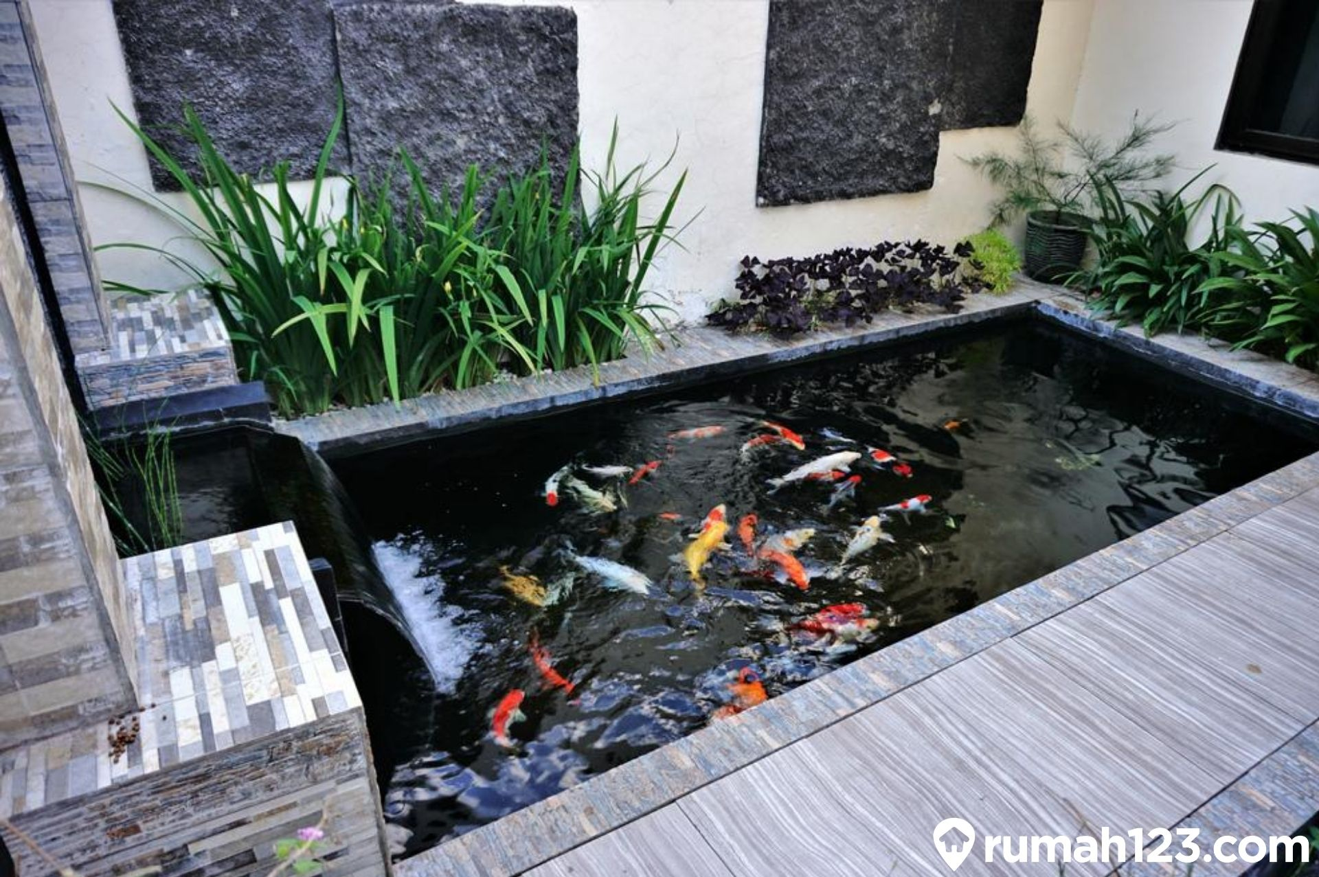 9 Inspirasi Kolam Ikan Minimalis Nan Estetis Di Rumah Rumah123 Com
