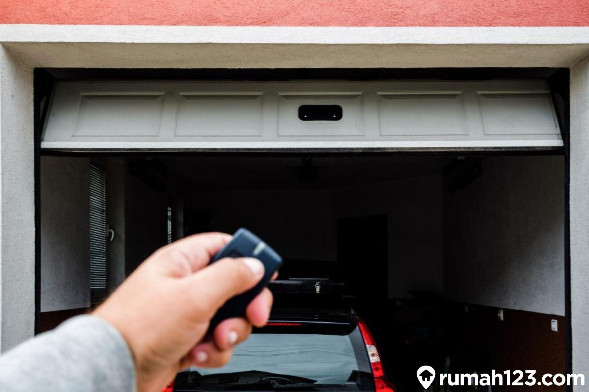 7 Jenis Pintu Garasi Untuk Hunian Minimalis Beserta Contoh Desainnya | Rumah123.com