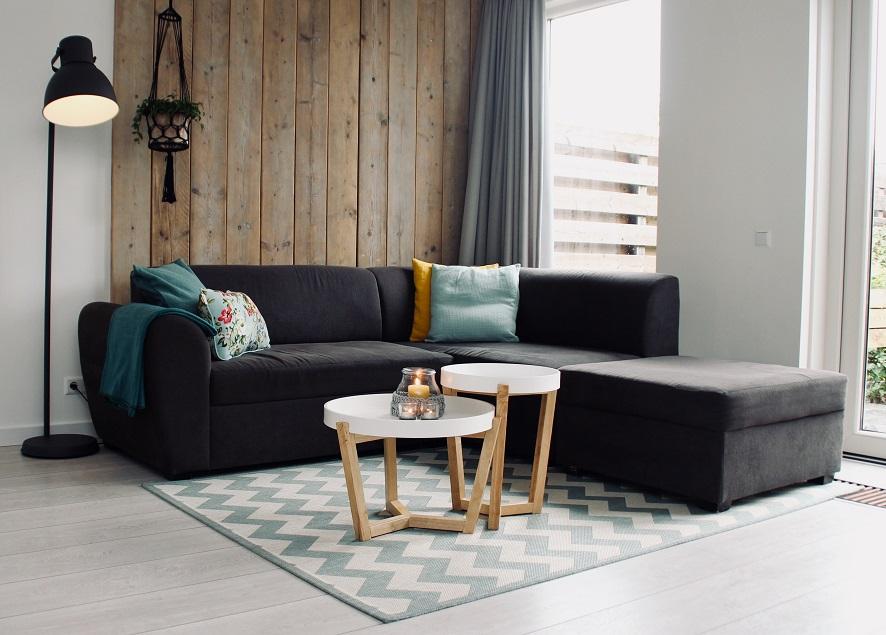 Pilih Sofa Kursi Kayu Atau Ottoman Di Ruang Tamu Pertimbangkan 3 Hal Ini Rumah123 Com