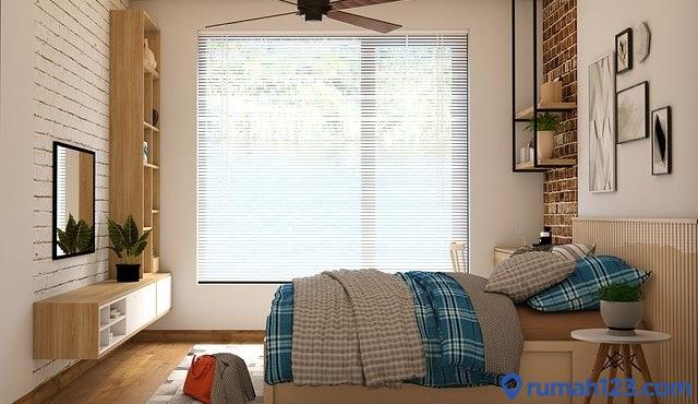 kamar dengan jendela besar