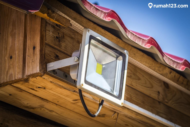Inspirasi Lampu Sorot Taman Untuk Tampilan Rumah Idaman Rumah123 Com