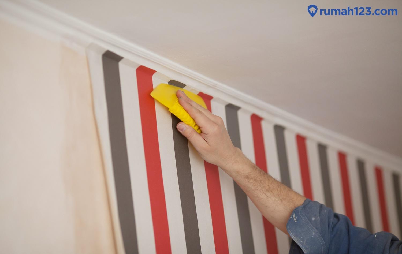 memasang wallpaper