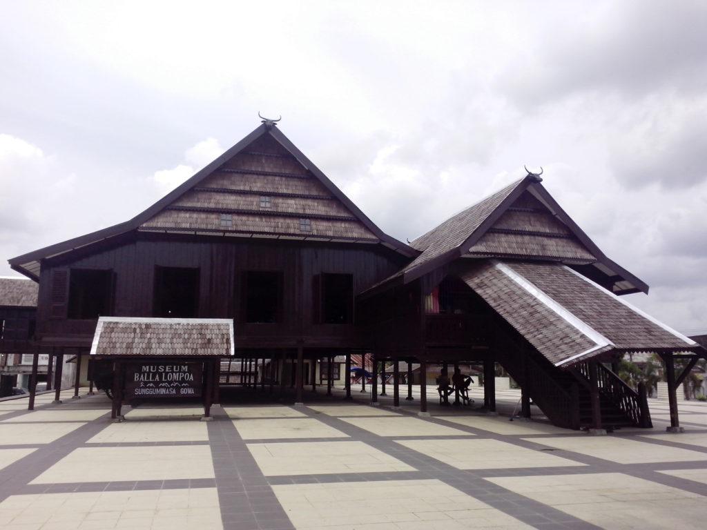 rumah adat sulawesi selatan Balla Lompoa