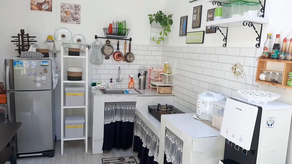 Desain Dapur Kecil Ukuran 1 5 X 2 Meter Ada Tamannya Rumah123 Com
