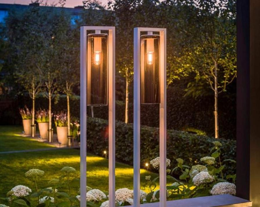 10 Inspirasi Lampu Sorot Taman Bikin Taman Terang Benderang Di Malam Hari Rumah123 Com