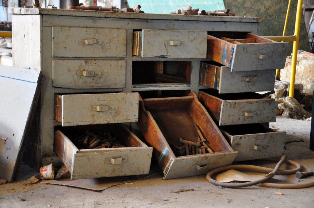 furniture rusak