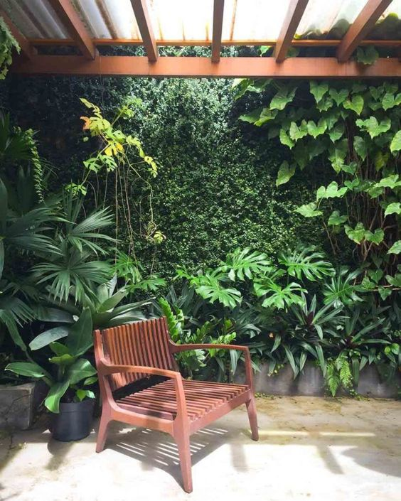taman vertikal tropis