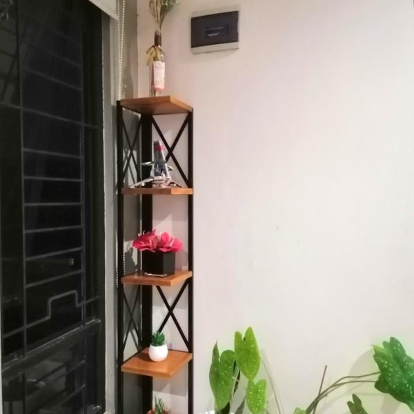 rak bunga minimalis
