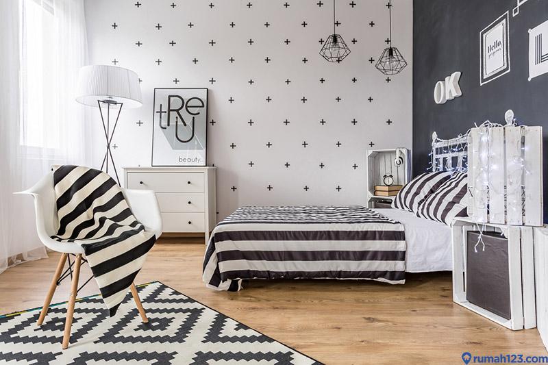 interior kamar tidur warna hitam putih