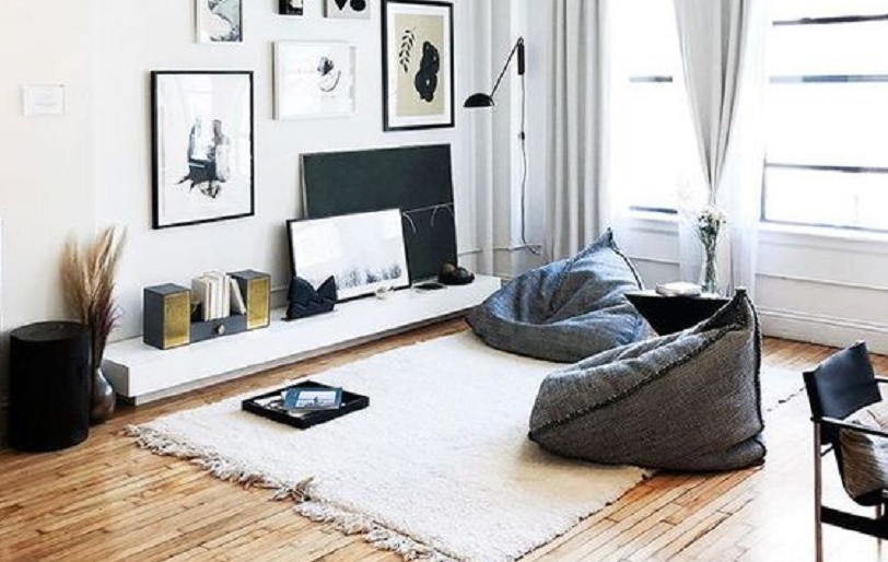 8 Dekorasi Ruang Keluarga Tanpa Sofa, Aktivitas Berkumpul Jadi Lebih Seru
