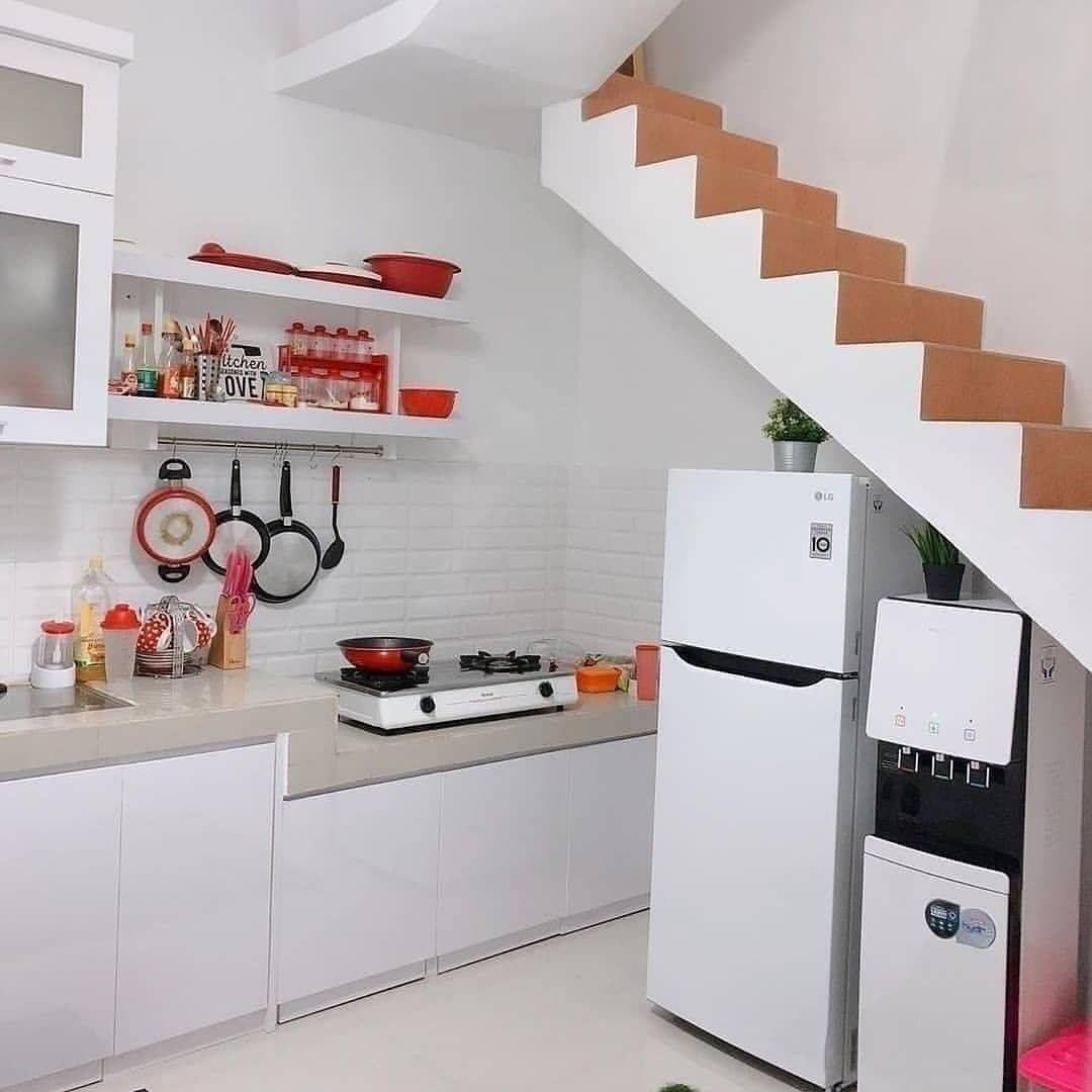 Dapur sederhana bawah tangga
