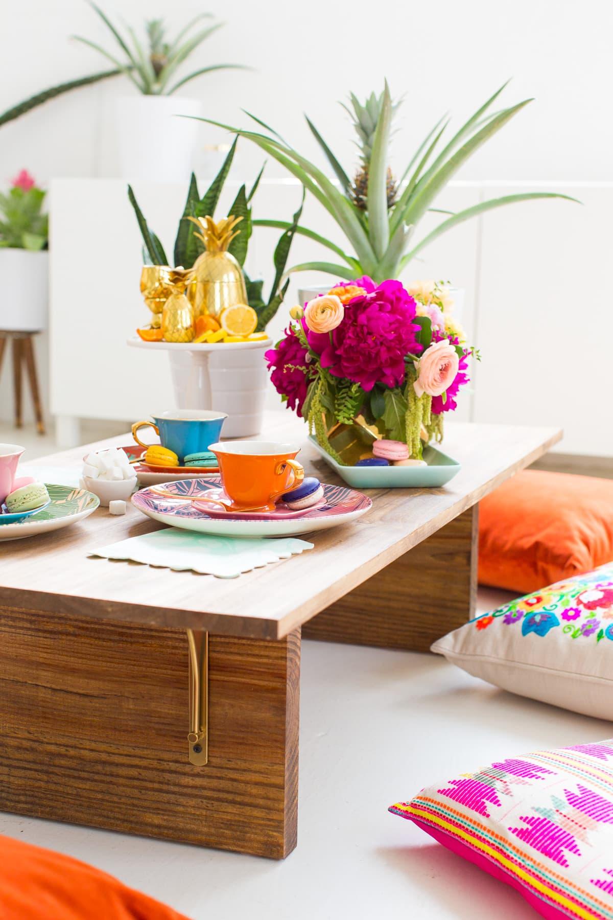 Meja makan lesehan