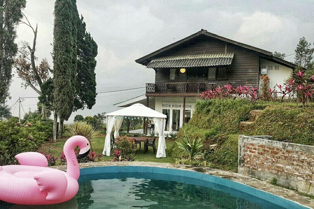 kolam renang Green Hill Villa
