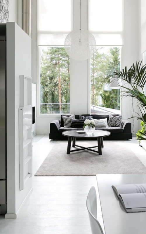 ruang keluarga minimalis monokrom