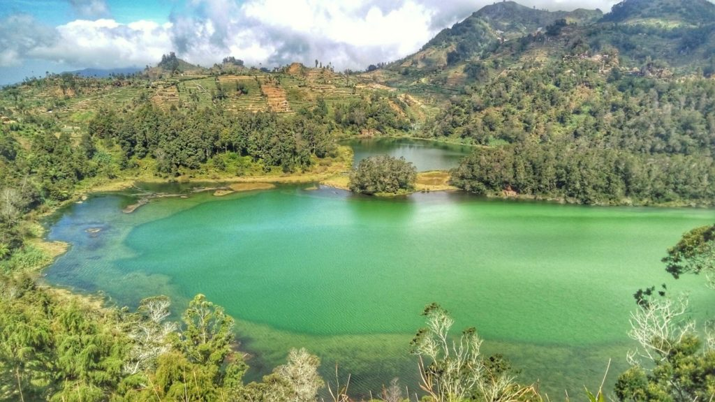 danau telaga warna