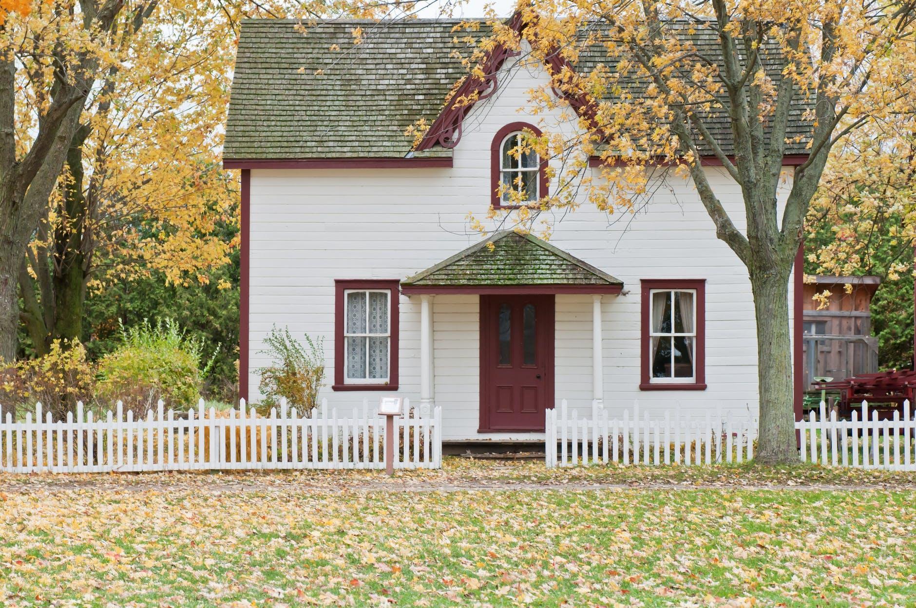 Rumah dengan Pagar yang Unik