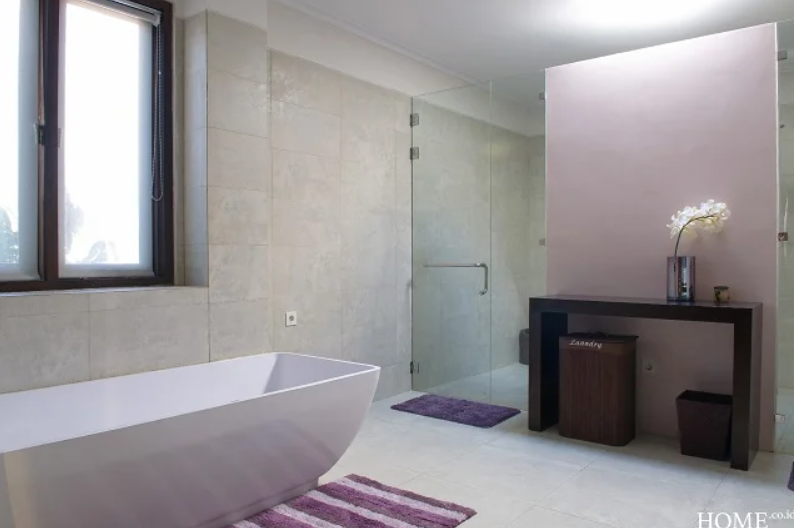 kamar mandi farah quinn
