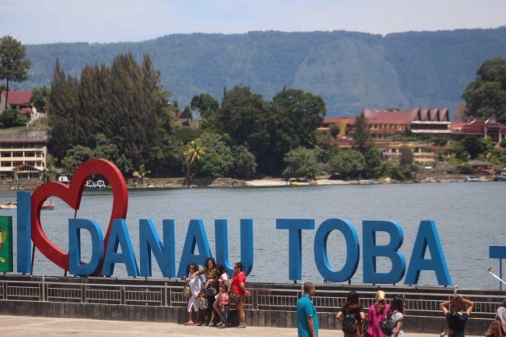 wisatawan di danau toba