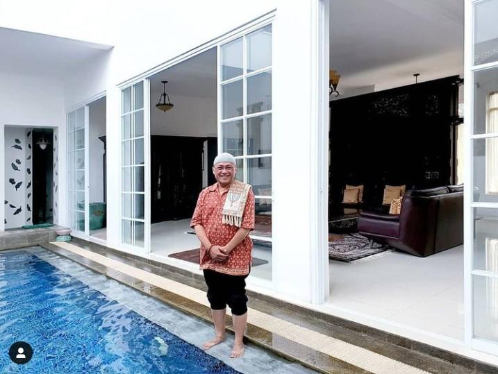 kolam renang rumah mario teguh
