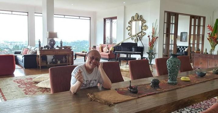 meja makan villa mario teguh di bandung
