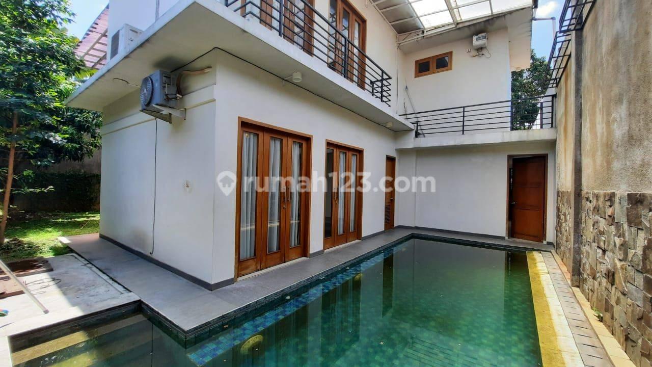 Rumah mewah di Jakarta Selatan 4 Kamar Tidur