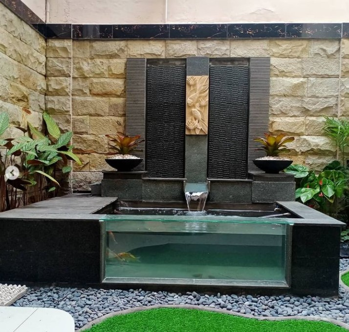 kolam ikan minimalis dengan taman