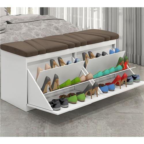 rak sepatu di tempat tidur