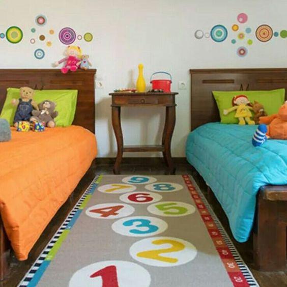 kamar tidur ceria berwarna
