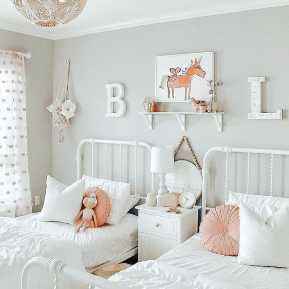 kamar tidur serba putih