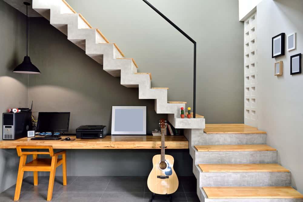 desain area kerja dibawah tangga